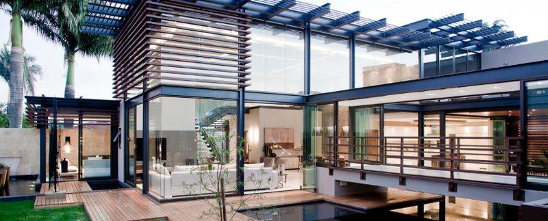 Bioedilizia abitativa in acciaio e vetro with ville for Ville moderne con vetrate